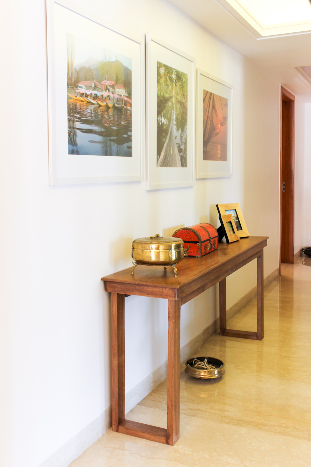 Contemporary minimalist home with indian design chuzai for Modern home decor items india