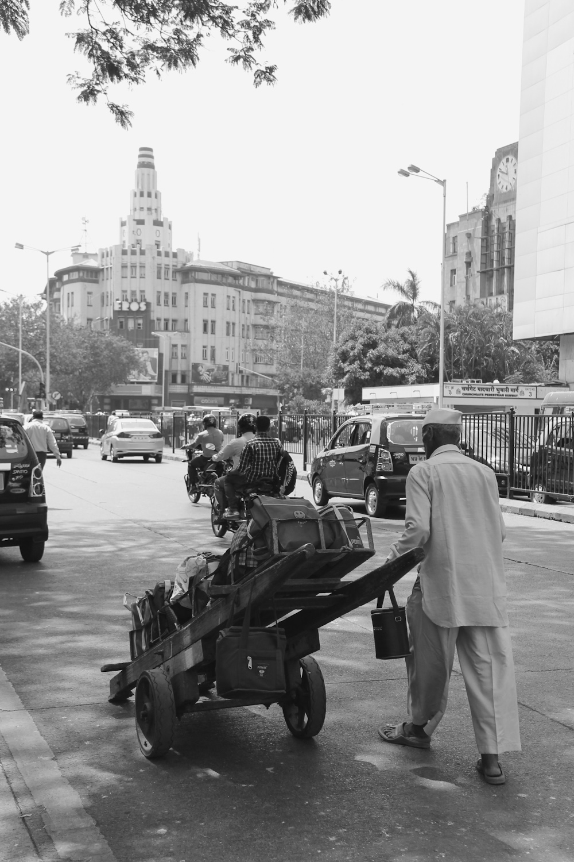 mumbai dabbawalas Mumbai roti bank joins hands with dabbawalas to pick leftover food, give it to ones starving.
